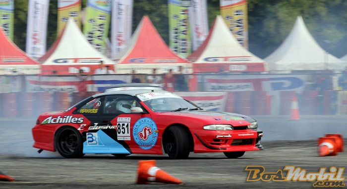 Dippo Dwiki Rajai Kelas Rookie Bsi Drift Championship Of Indonesia Seri 1 Info Bosmobil Performance Cars Super Cars Drifting