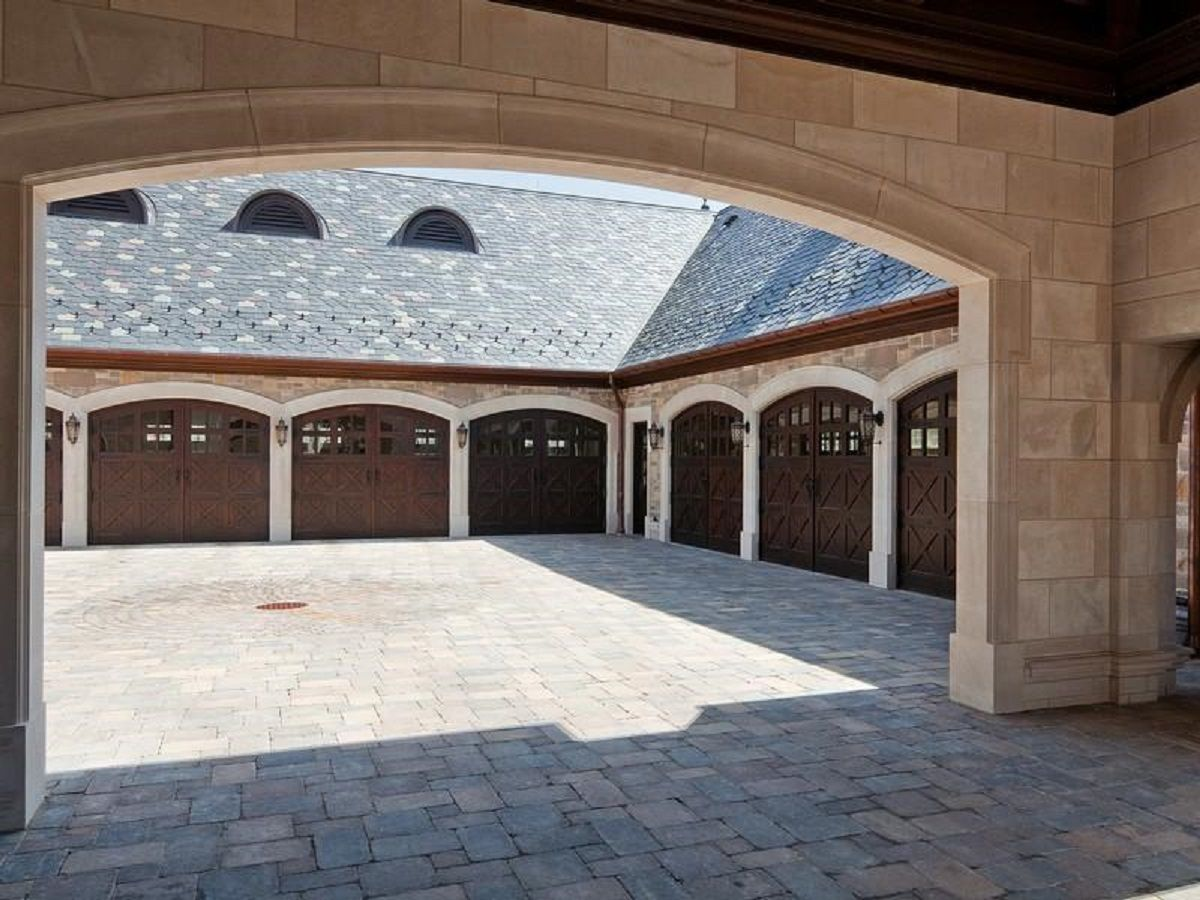 Porte cochere and 8 car garage atkinson estate lake st for Luxury garage plans