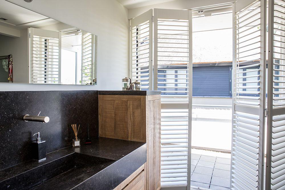 Shutters Openslaande Deuren : Shutters van zonnelux zijn ook geschikt voor in de badkamer deze