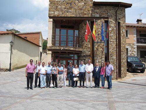 Visitando la sierra norte de Madrid con sus alcaldes y concejales