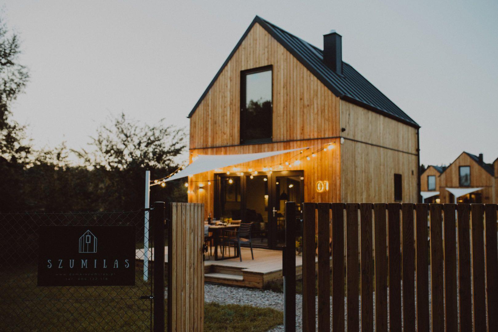 Domki Nad Morzem Domki Szumilas Odpoczywaj Blizej Natury Lubiatowo Domy Nad Morzem House Design Summer House House Styles