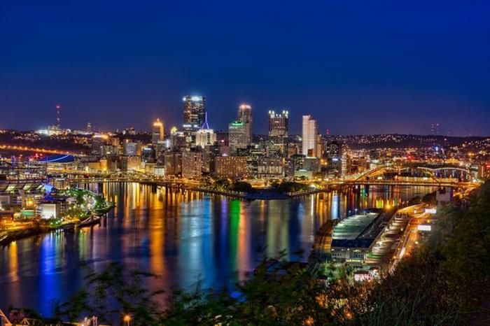 30 Dazzling Skylines That Will Widen Your Eyes Pittsburgh Skyline Pittsburgh City Skyline