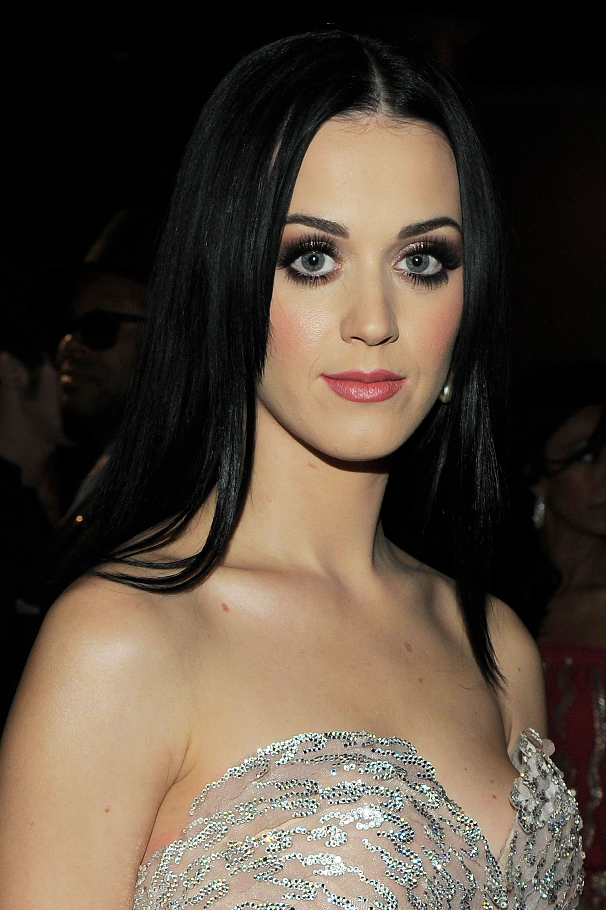 Super Bowl Prep The Evolution Of Katy Perry S Many Hairstyles Katy Perry Hair Straight Hairstyles Party Hairstyles