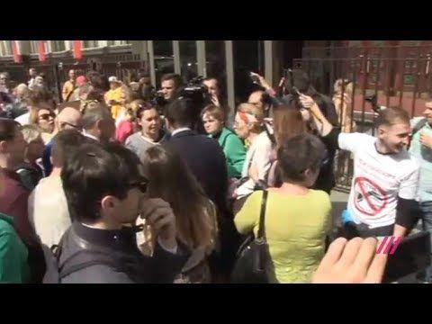 Москвичи протестуют против реновации у Госдумы. Прямой эфир