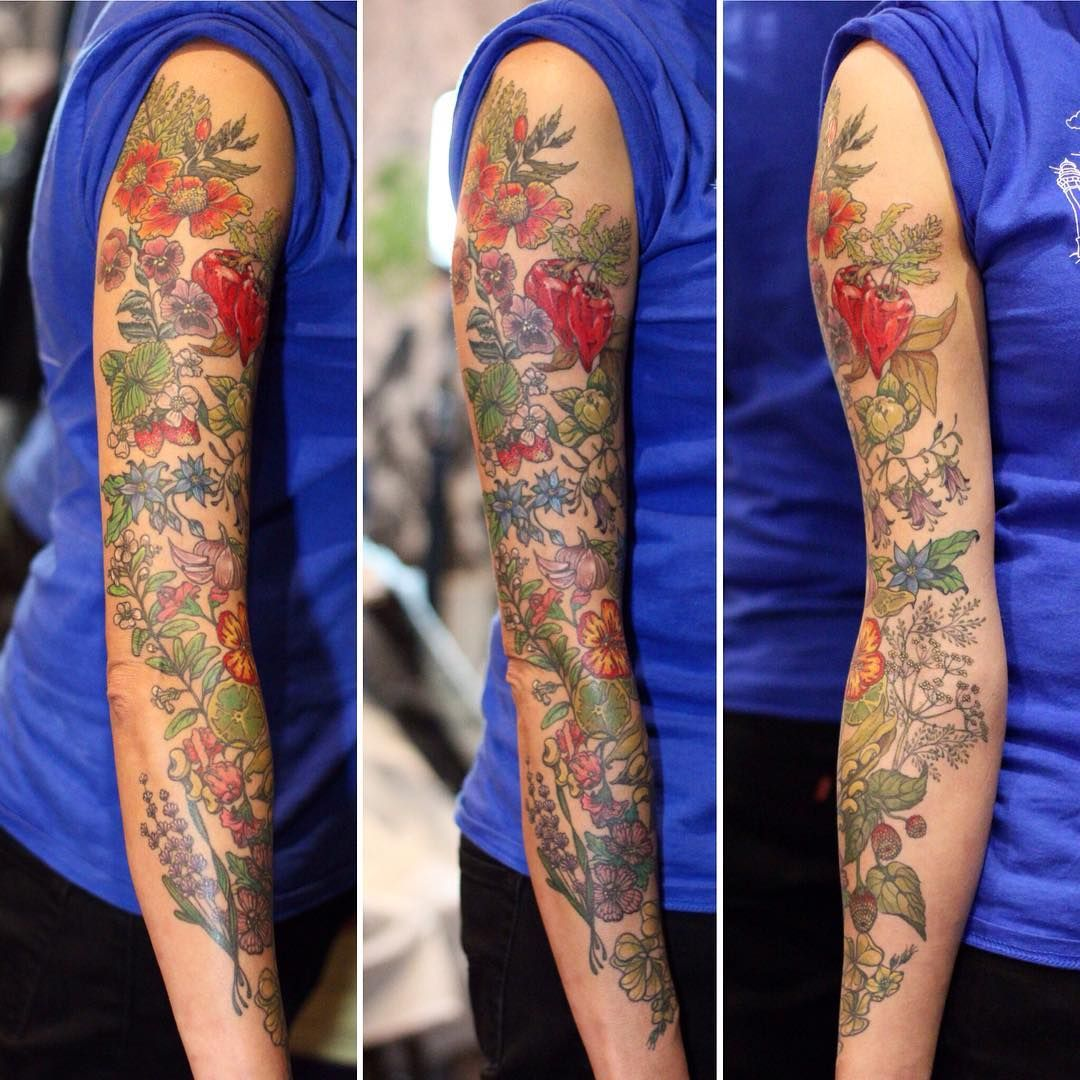 Better shot of Valentina's whole sleeve. After a whole year of planning and discussing ideas with my friend Valentina we finally finished this big and colorful sleeve. Valentina is a chef and she works specially with edible flowers and other Mediterranean vegetables so that's what we did here!!!!! Thanks again Valeeeeee #inked #radtattoos #inkstinctsubmission #tattooart #tatuajedeautor #españa #edibleflowers #color #tattoo #marialeontattoo #friends