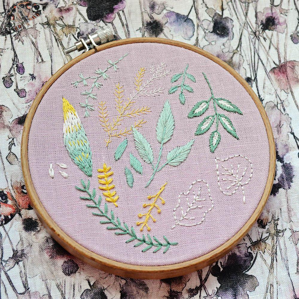 Blatter Sticken Fur Anfanger Kostenlose Stickvorlage Pumora In 2020 Stickvorlagen Stickerei Inspiration Sticken