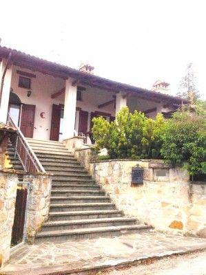 Serramazzoni in fraz.dir. Pavullo, villa abbinata di ca.235mq con giardino privato