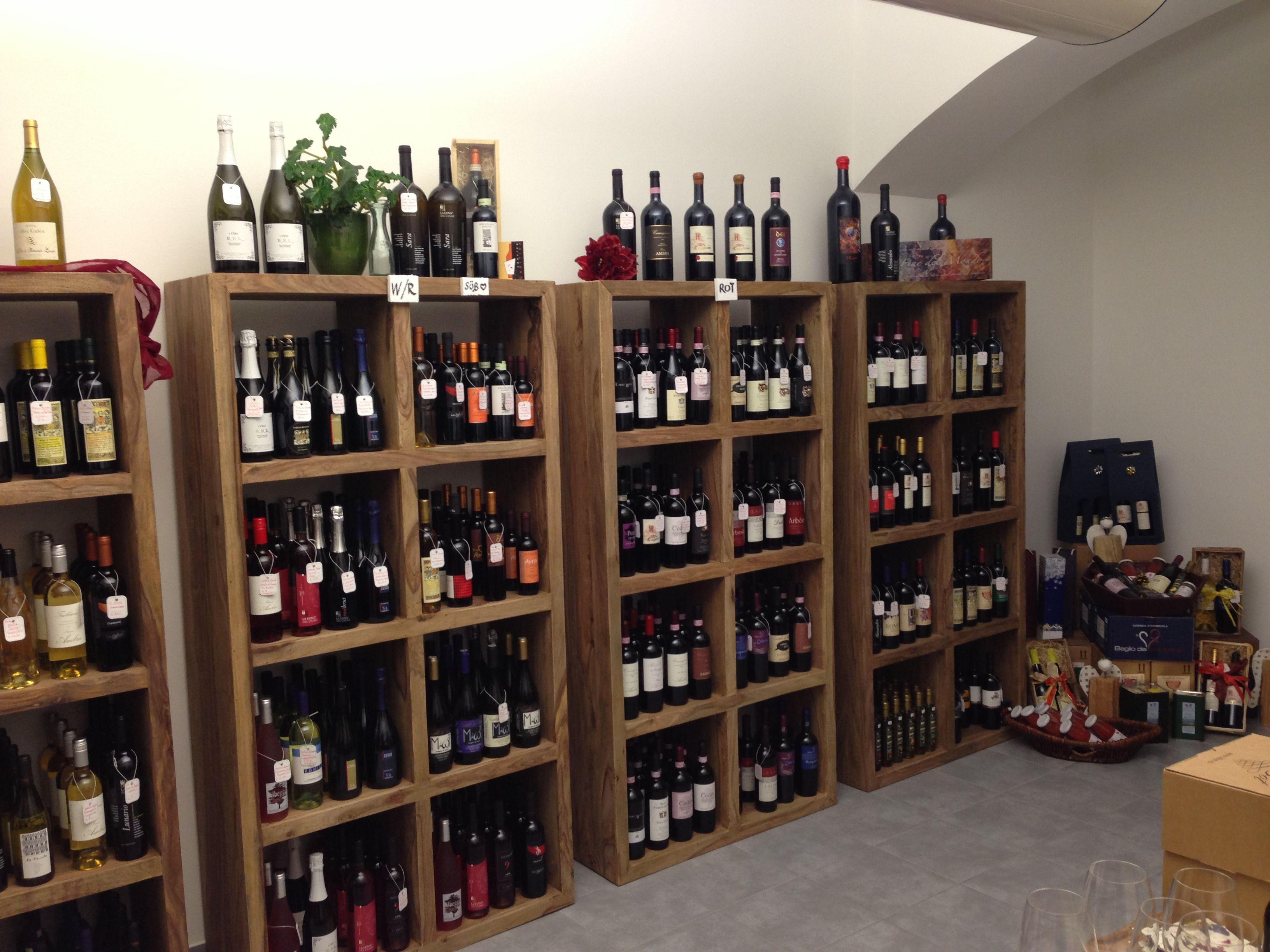 A casa di Emi, i vini che si trovano sono come percorrere pagine della mia vita. Ogni bottiglia è un momento, un incontro, un viaggio e nuove fantastiche persone da incontrare e conoscere. Vita.