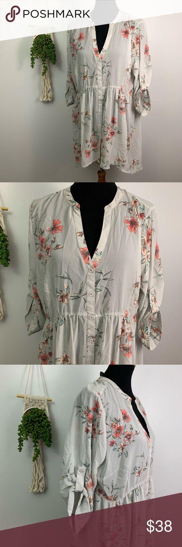 Torrid   Grey Chiffon Floral High Low Tunic Top  1 Item: Long high/low hem tunic