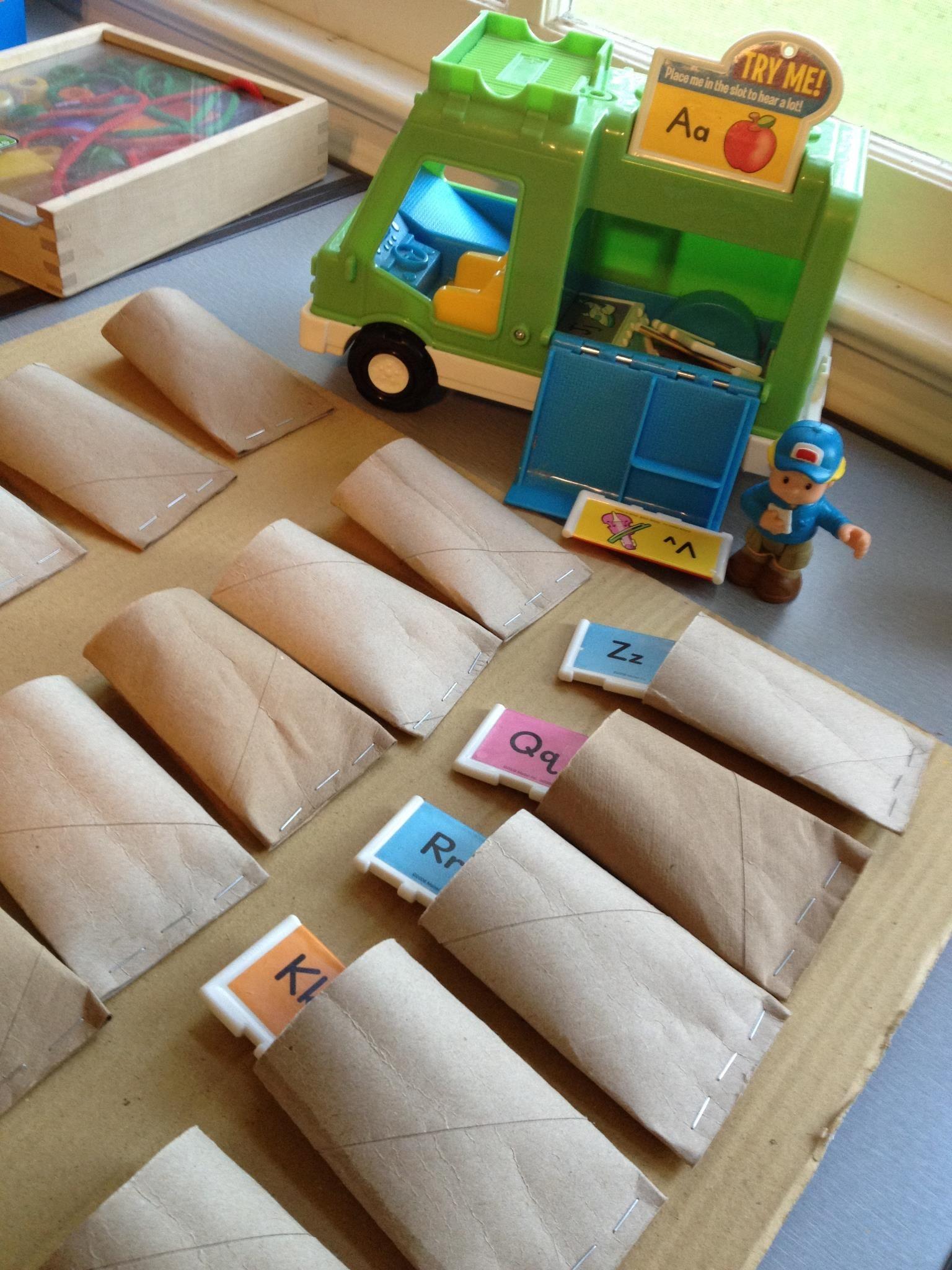 FREE DIY classroom pocket chart! Take old toilet paper