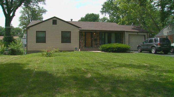 A Woman Found Out a Serial Killer Once Lived in Her Home From Watching TV - ABC News