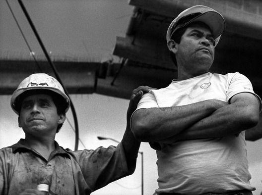 Lo Que Diseñamos Será Construido Por Alguien Más El Peligro Que Enfrentan Los Obreros En El Docum Documentales Articulos De Arquitectura Mexico Contemporaneo
