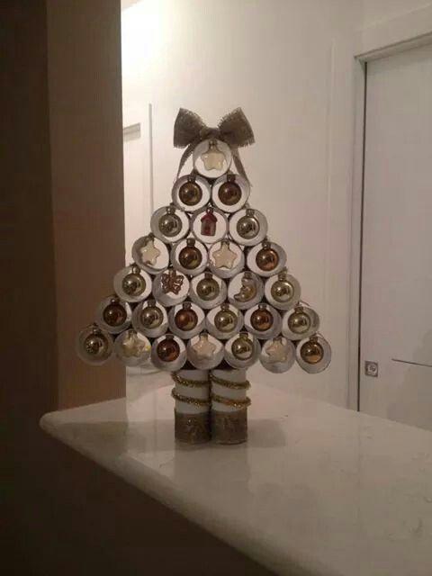 Albero di Natale con tubi di cartone | Natale, Idee di ...