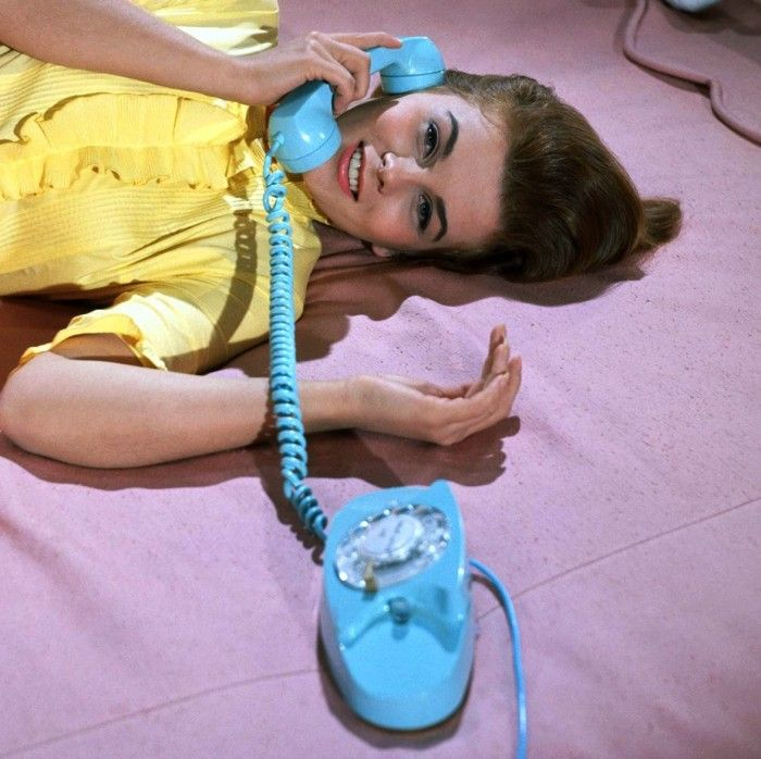 I had this same phone in pink when i was a teenager!! Wish i still had it....
