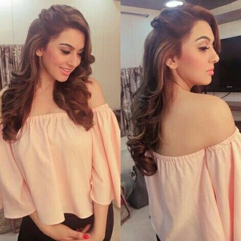 Hansika Motwani In Saravana Stores Advertisment Shooting Spot Hair Style On Saree Long Hair Styles Indian Hairstyles
