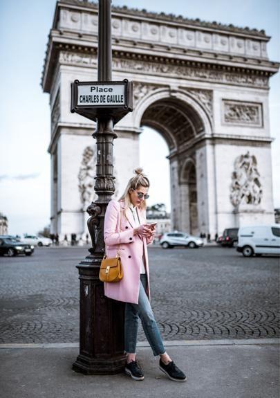chaqueta rosa rubor rosa viaje minimalista elegante bolso de hombro
