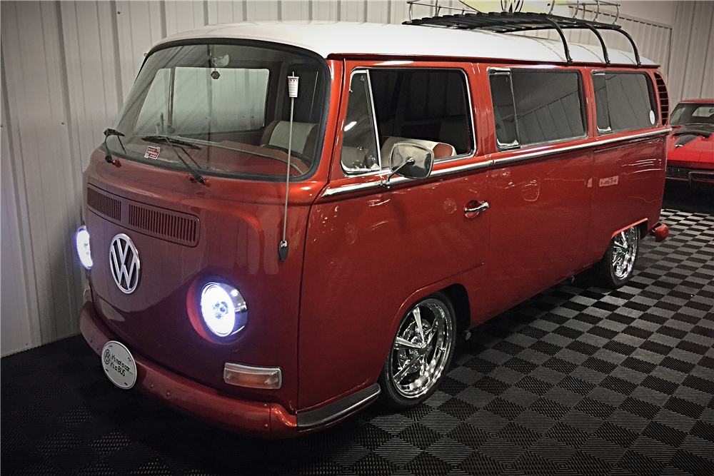 1968 VOLKSWAGEN BAY-WINDOW CUSTOM BUS.