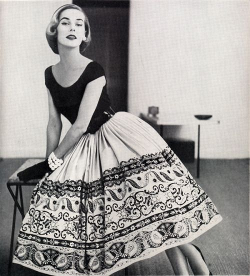 1952 - I love these pretty black and white border design, common during the early '50s