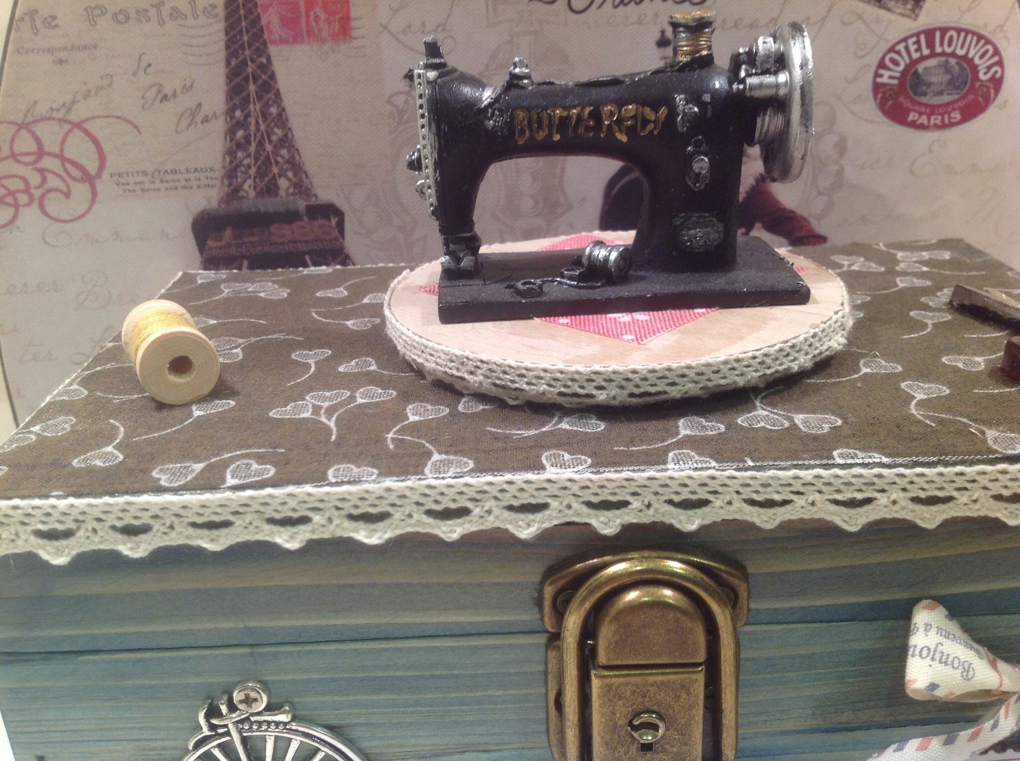 Sewing little box that looks like sewing machine!