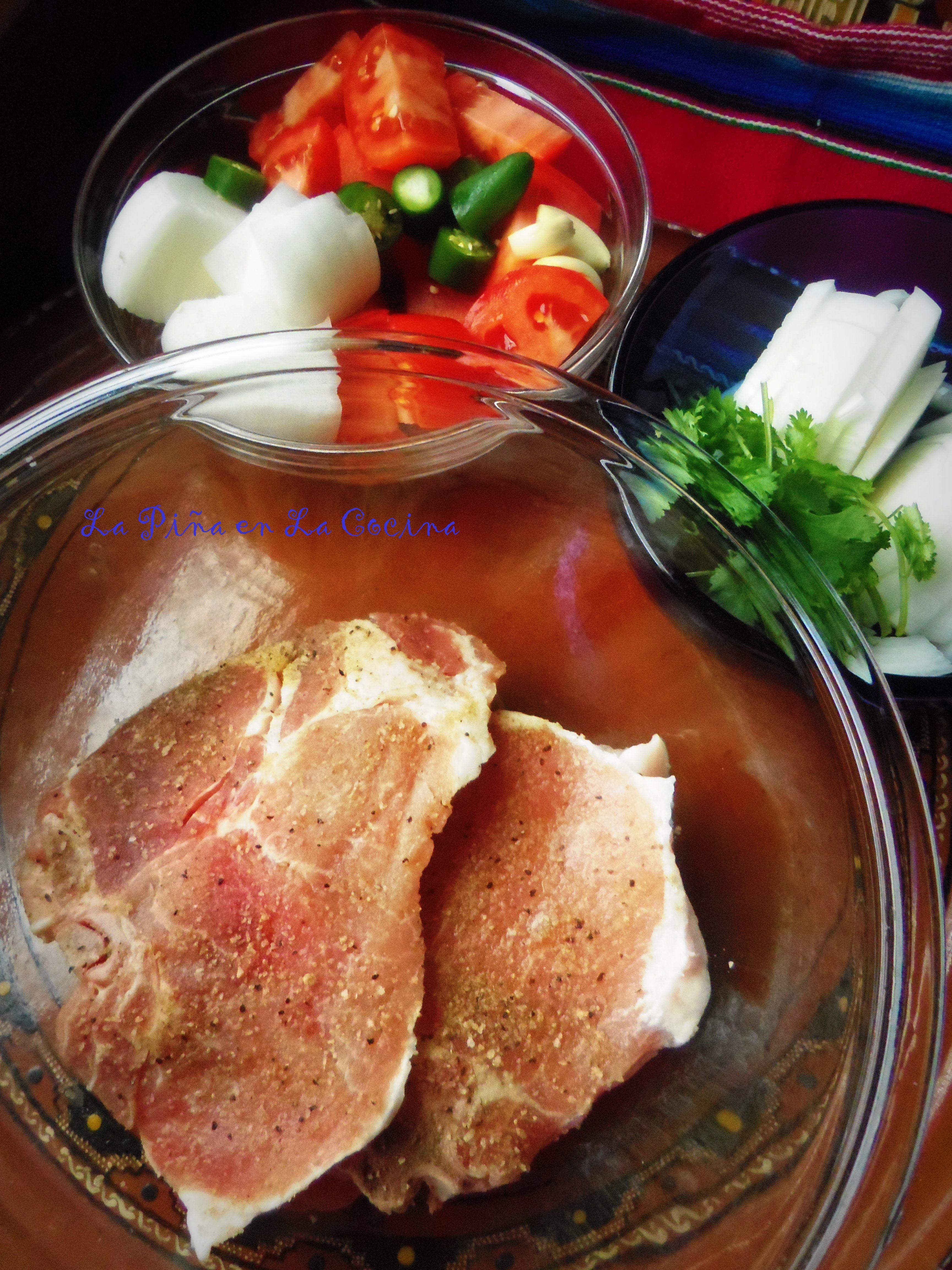 Chuletas De Puerco En Salsa Pork Chops Braised In A Fresh Tomato Salsa La Piña En La Cocina Recipe Pork Mexican Food Recipes Recipes