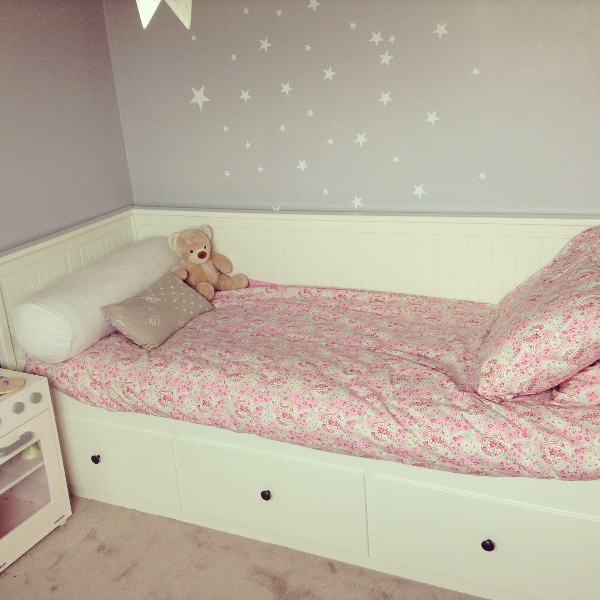 Ikea day beds hemnes home design ideas - Little Girl S Take On Ikea Hemnes Daybed