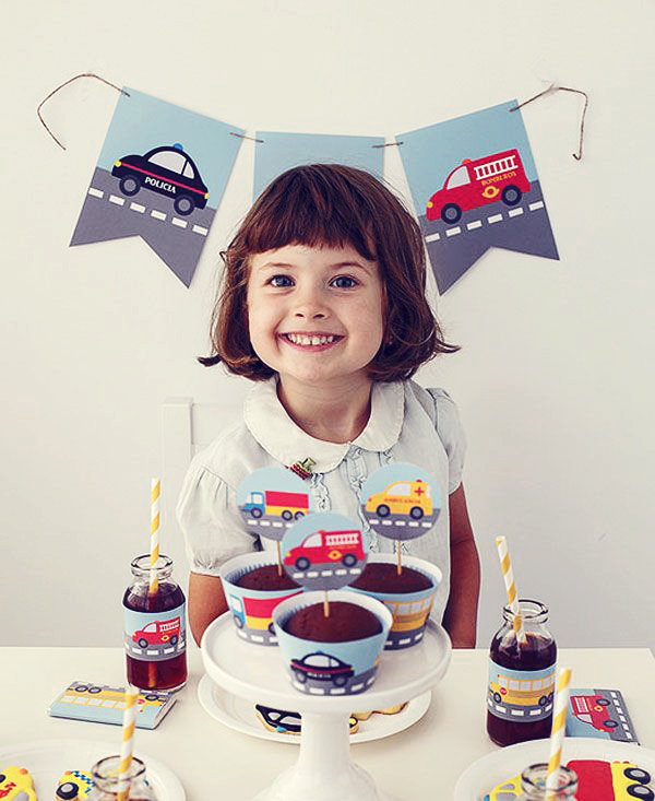 Meninas também podem ter uma decoração de aniversário com carrinhos. Fica lindo! #decor #party #festa #aniversário #carrinhos