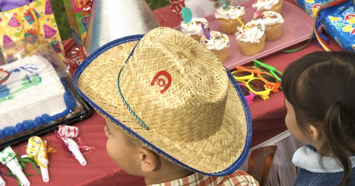 Cómo hacer centros de mesa de sombreros de vaqueros . Algunas fiestas 73c43d60e61