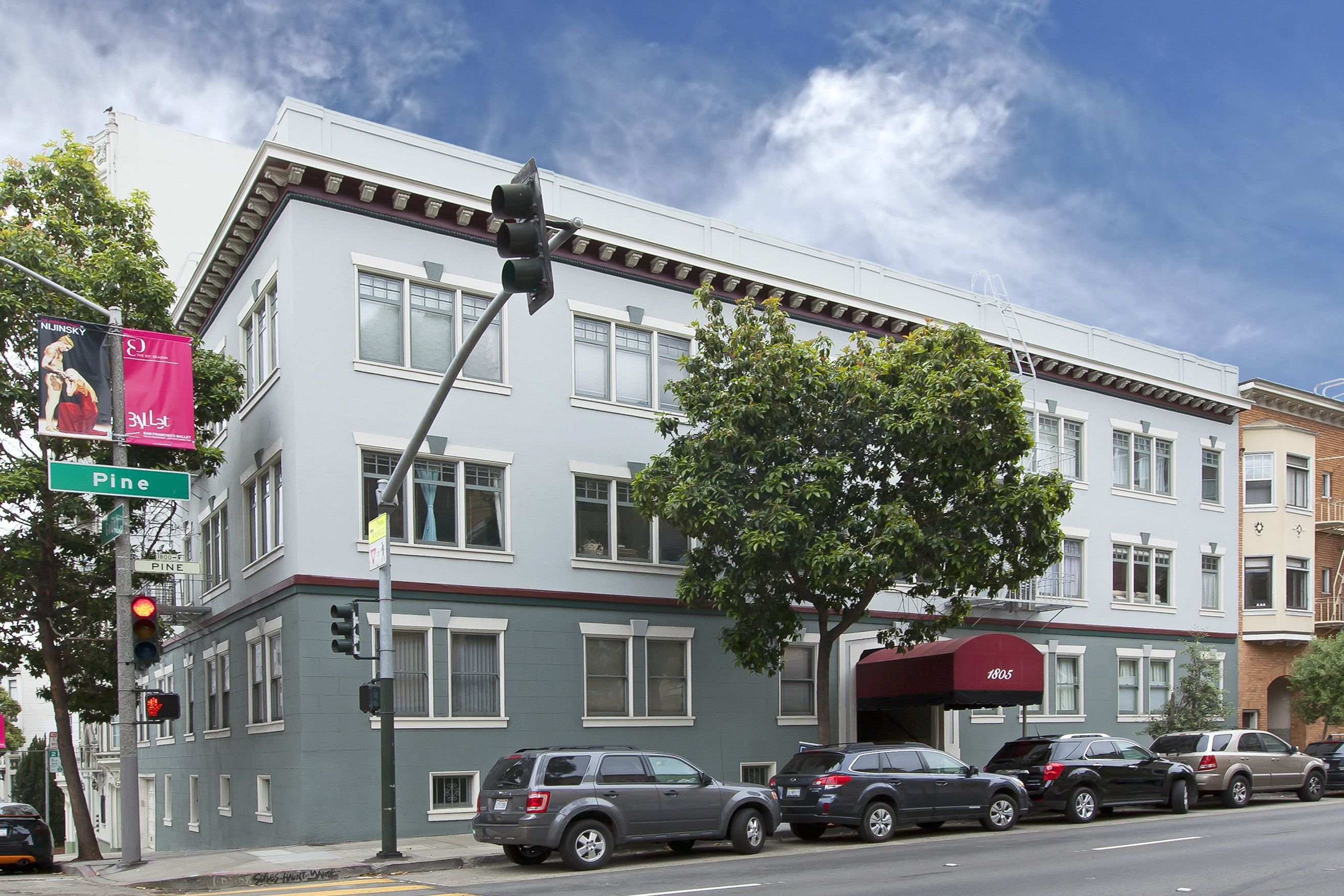1805 Pine Street has an amazing location mere steps from so many excellent San Francisco attractions such as Fillmore Street, Hayes Valley, Civic Center and Pacific Heights.