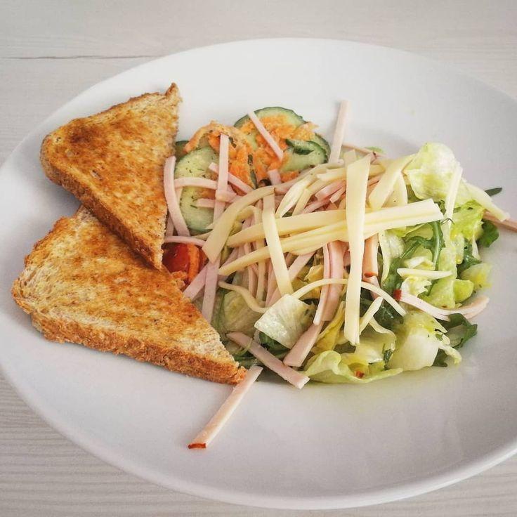 Gemischter Salat mit Toast🤤. mitkäse ...  - Diets -