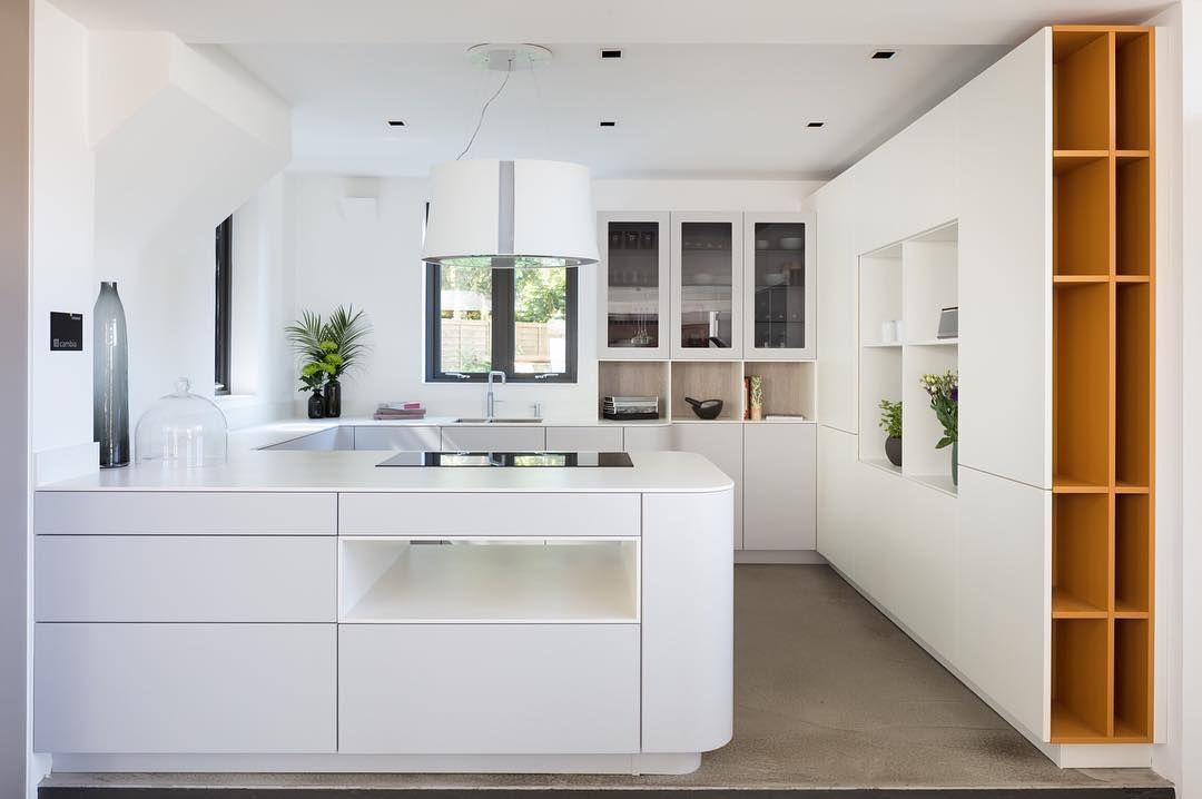 silk grey | polar white | honey  @openhauskitchens #handless #rational #modernist #openhausdesign #kitchendesignspecialists