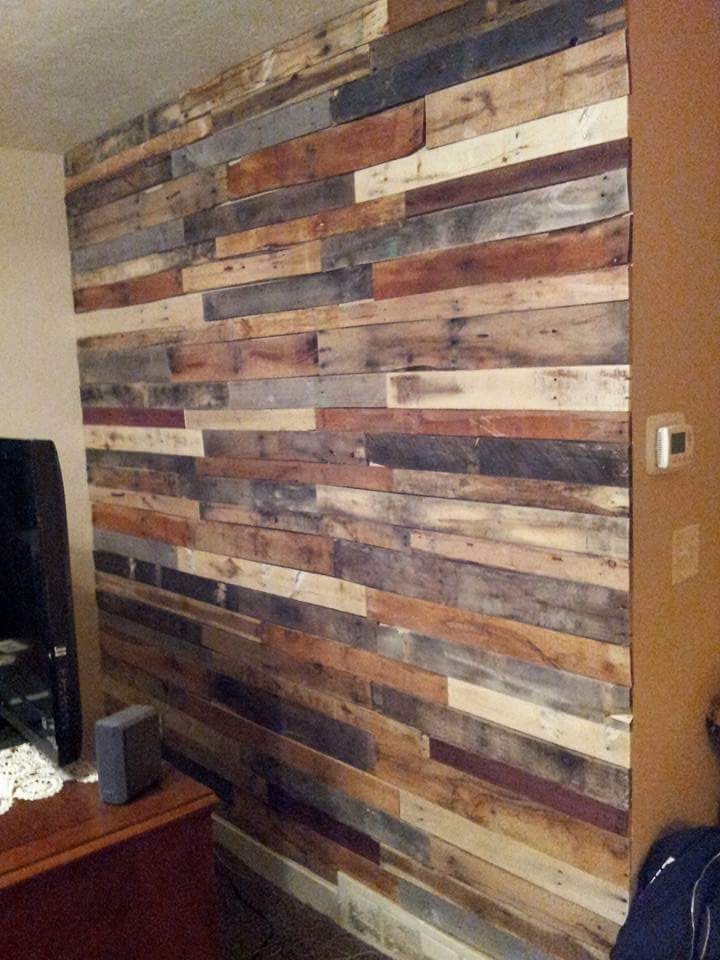 Love this pallet wall! DI pallet project, DIY pallet wall ...