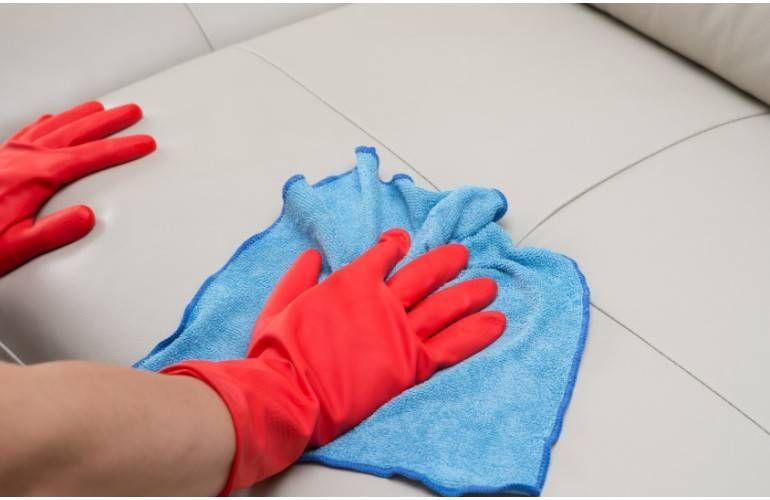 Nettoyer Canape En Cuir Nettoyer Et Entretenir Un Canape Ou Fauteuil En Tissu Nettoyer Canape En Cuir Nettoyer Et Entrete In 2020 Clean Sofa Mattress Cleaning Cleaning