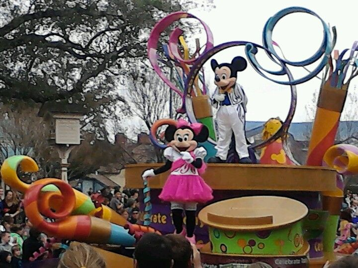 Minnie and Mickey float