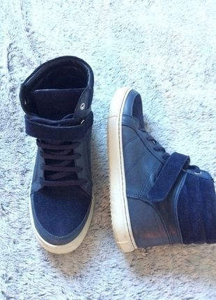 f62edf2a87aa Épinglé par Anny TitOuche sur Shoes | Basket montante, Chaussures et ...