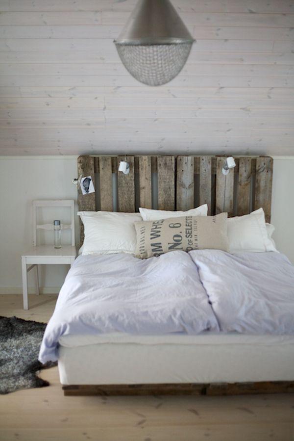 rustikales diy bett kopfteil selbst bauen aus paletten diy bett kopfteile und selbst bauen. Black Bedroom Furniture Sets. Home Design Ideas