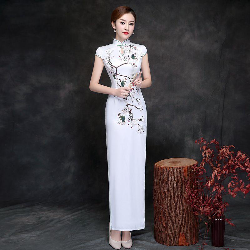 140b128de8d76c Nieuwe Aankomst Cheongsam Chinese Traditionele Jurk Vrouwelijke Qipao Korte  Mouwen Zijde Satijn Lange Jurk Chinese Stijl