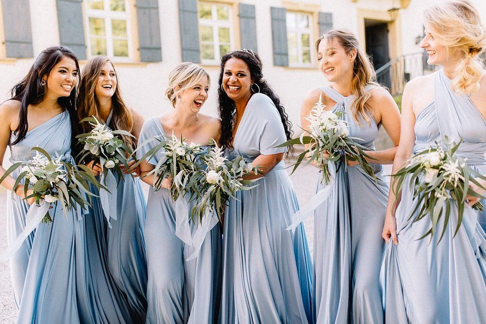 Romantische Blau Grau Hochzeit Im Schloss Heinsheim Anmut Und Sinn Eventstyling Dekoverleih Floristik Papeterie Blaue Hochzeit Hochzeit Grune Brautjungfernkleider