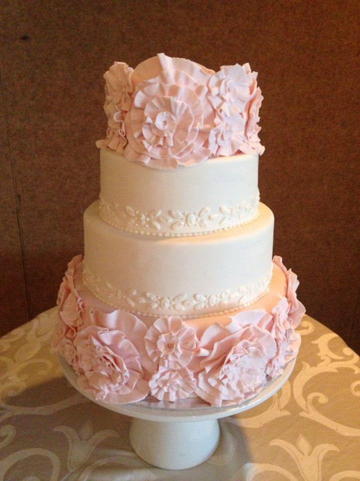 Love these flower shapes created by Chef Janielle at Park Hyatt Beaver Creek #weddingcake