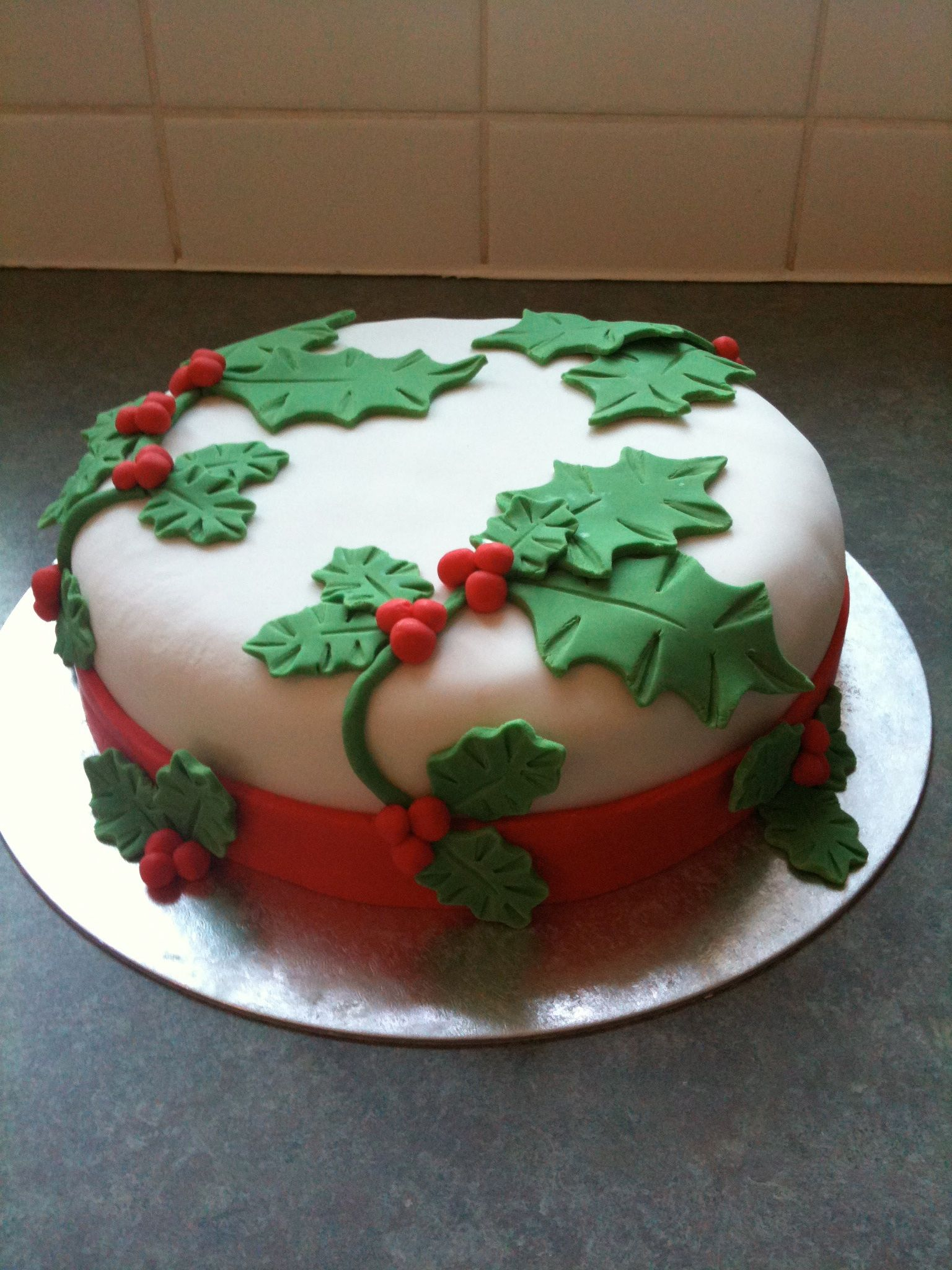 First Christmas cake design, simple holly leaf design