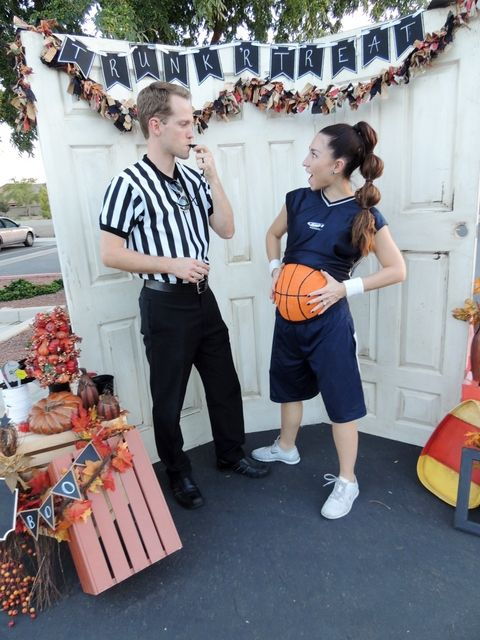 couples halloween costumes pregnant basketball player and referee - Pregnancy Halloween Costume Ideas For Couples
