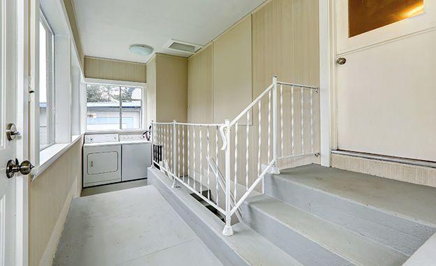 Bodenbeschichtung für Fußböden, Kellerräume und Treppen. #jaegerlacke #Bodenbeschichtung #Keller #Treppen #streichen