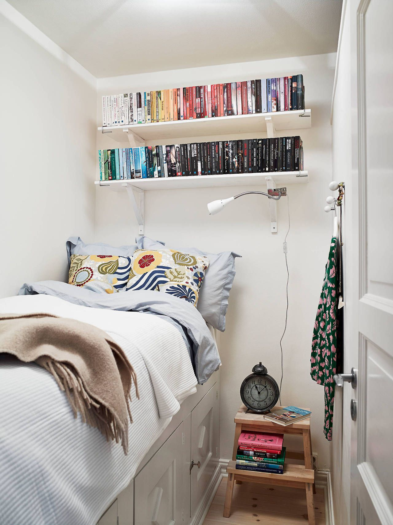 Tiny bedroom - Pap\'s stool by bed?   Small bedroom in 2019   Small ...