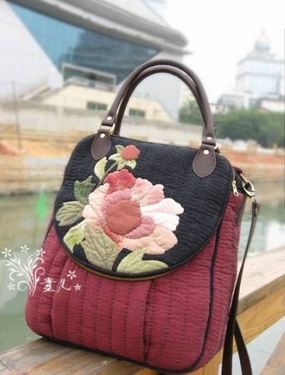 pleated, quilted knapsack with applique' flowers