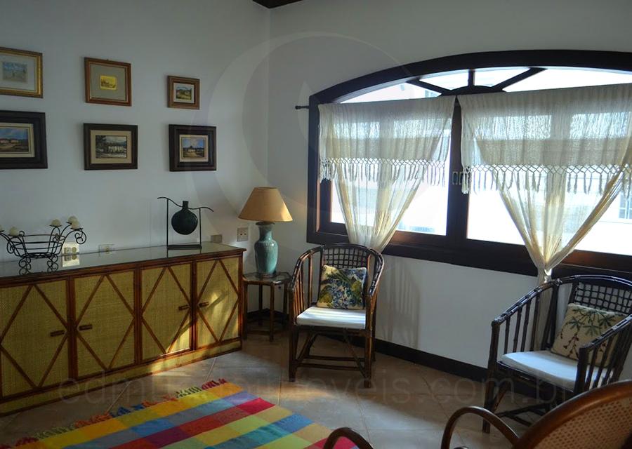 Uma sala íntima preserva a privacidade dos hóspedes.
