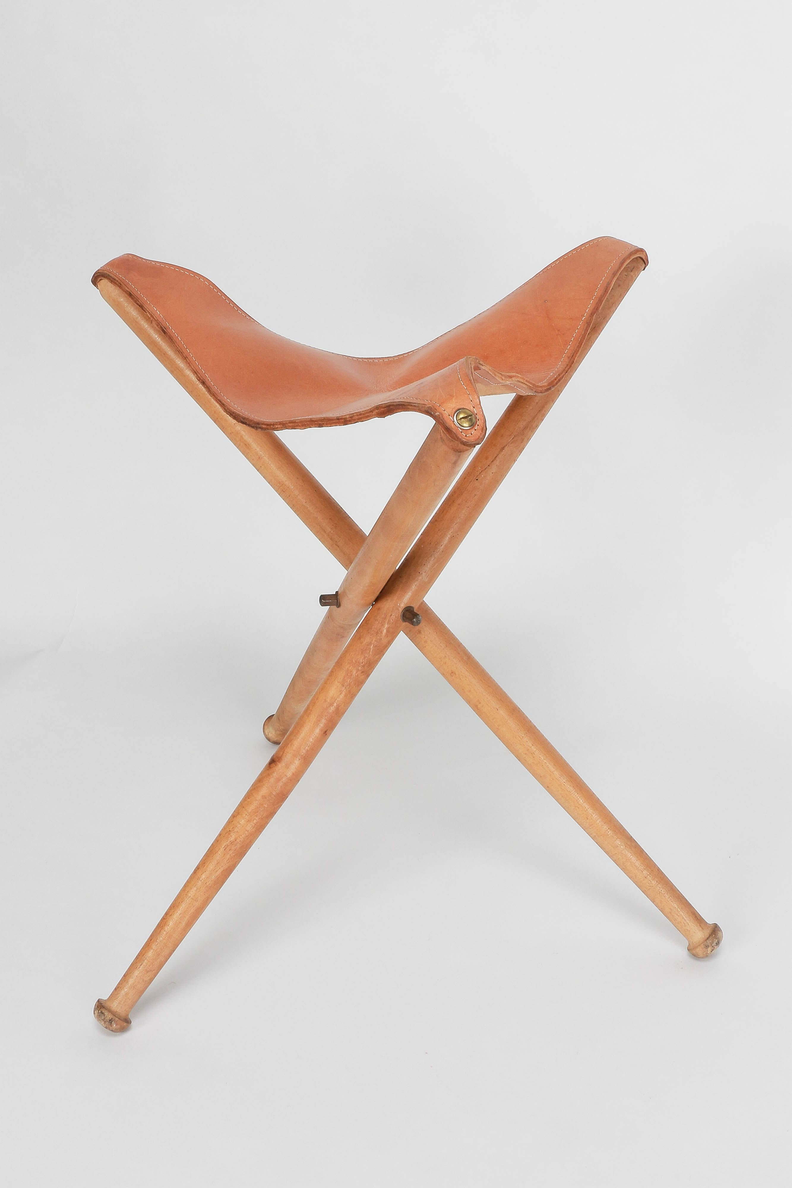 Tripod Hunting Stool Leather 40 s Okay Art furniture