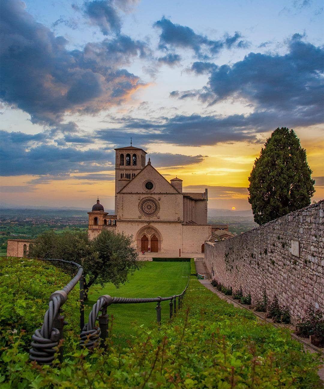 Assisi umbria Italia #borghitalia #borghipiubelliditalia # ...