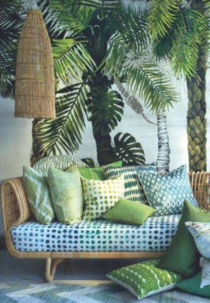 Canapé vert plantes urban jungle interior green sofa palmier