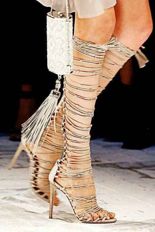 Pin tillagd av Amanda Hammarberg på Shoes | Skor, Kläder, Fot