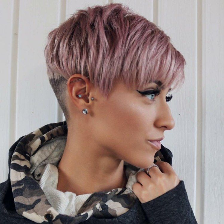Undercut Frisur Kurze Haare Rosa Haarfarbe Frisurentrends Damen In 2020 Haarschnitt Kurz Schone Frisuren Kurze Haare Haarschnitt