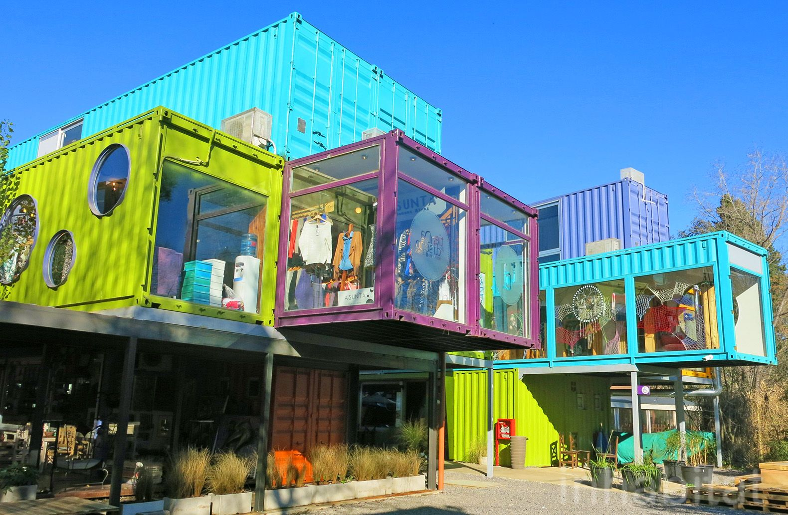 Container Haus London Bright And Bold Quo Shipping Container Mall Springs Up In Buenos